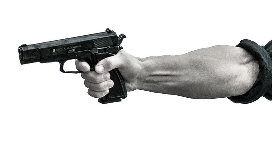 銃撃するところ