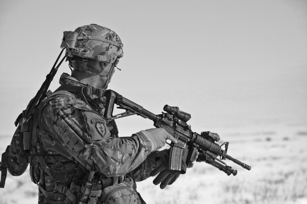 銃を構える兵士