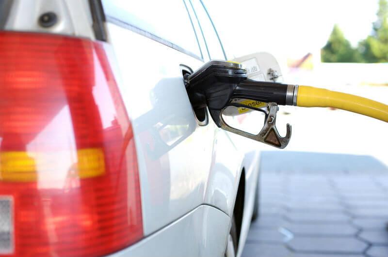 ガソリン補給中